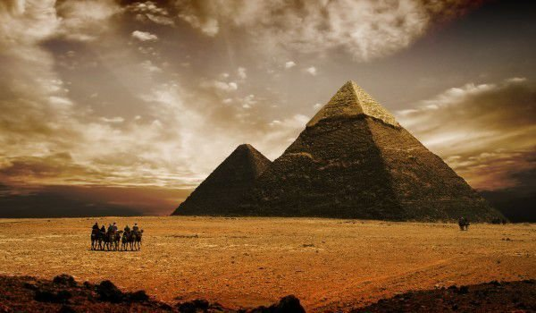 the question of who built the egyptian pyramids All egyptian pyramids were built on the west bank of the nile, which, as the site of the setting sun, was associated with the realm of the dead in egyptian mythology.