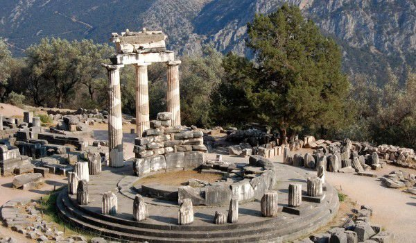 Greece archaeologists discovered an ancient temple of Apollo